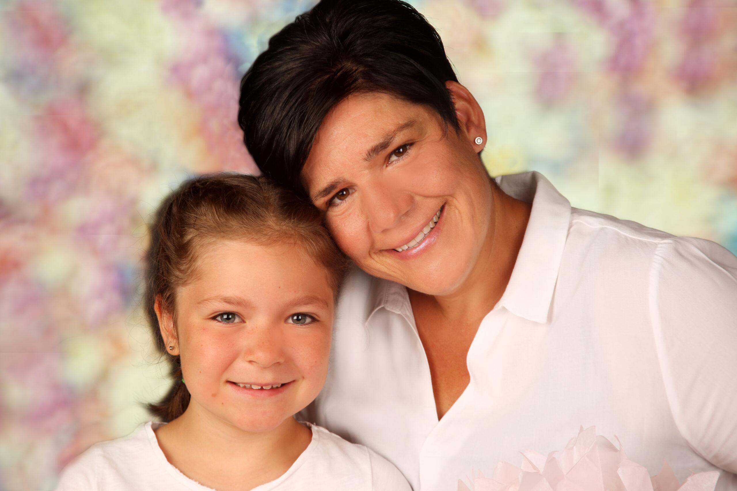 Familienfoto Mutter und Mädchen