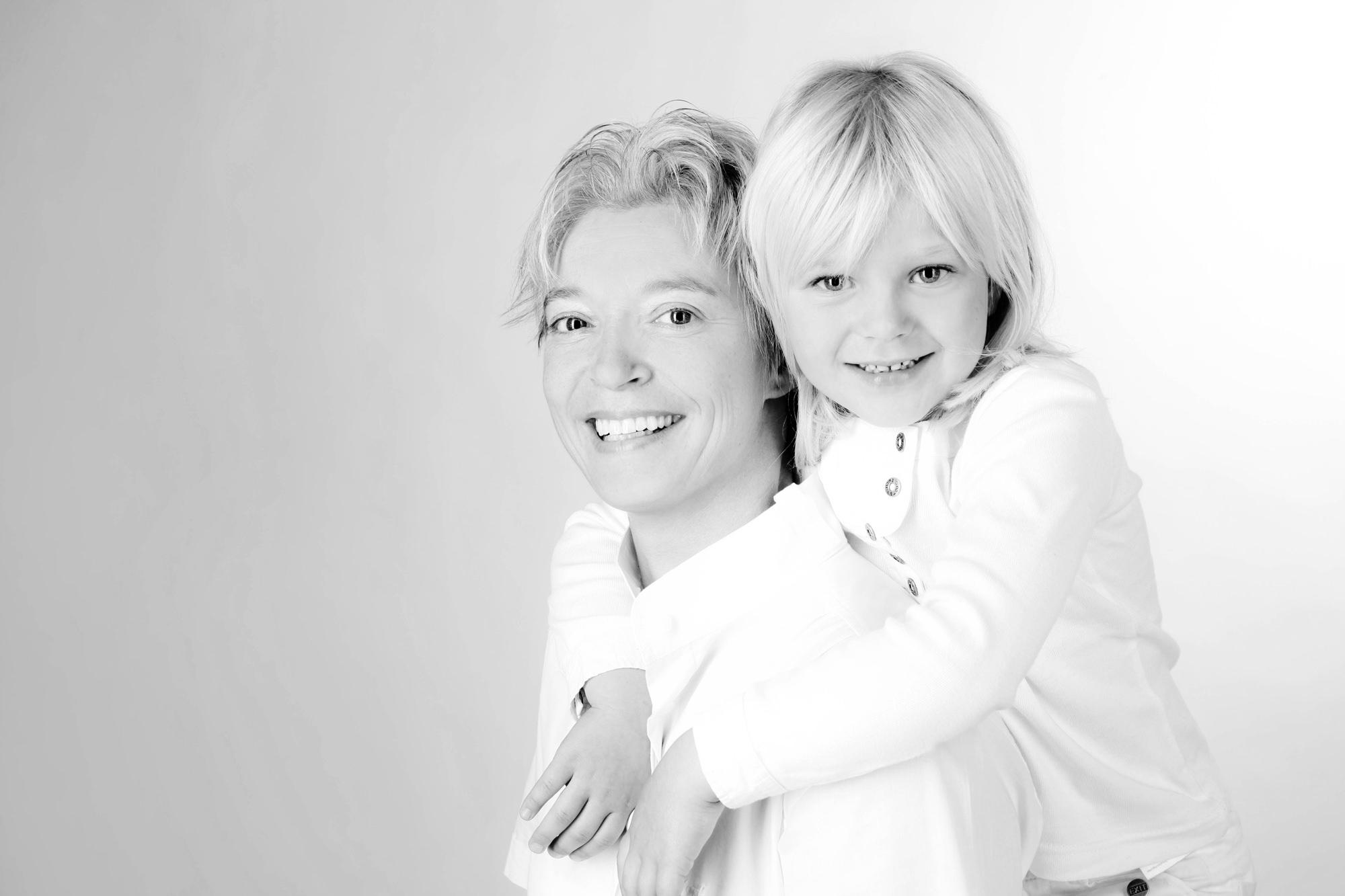 Familienportrait Mutter mit Tochter