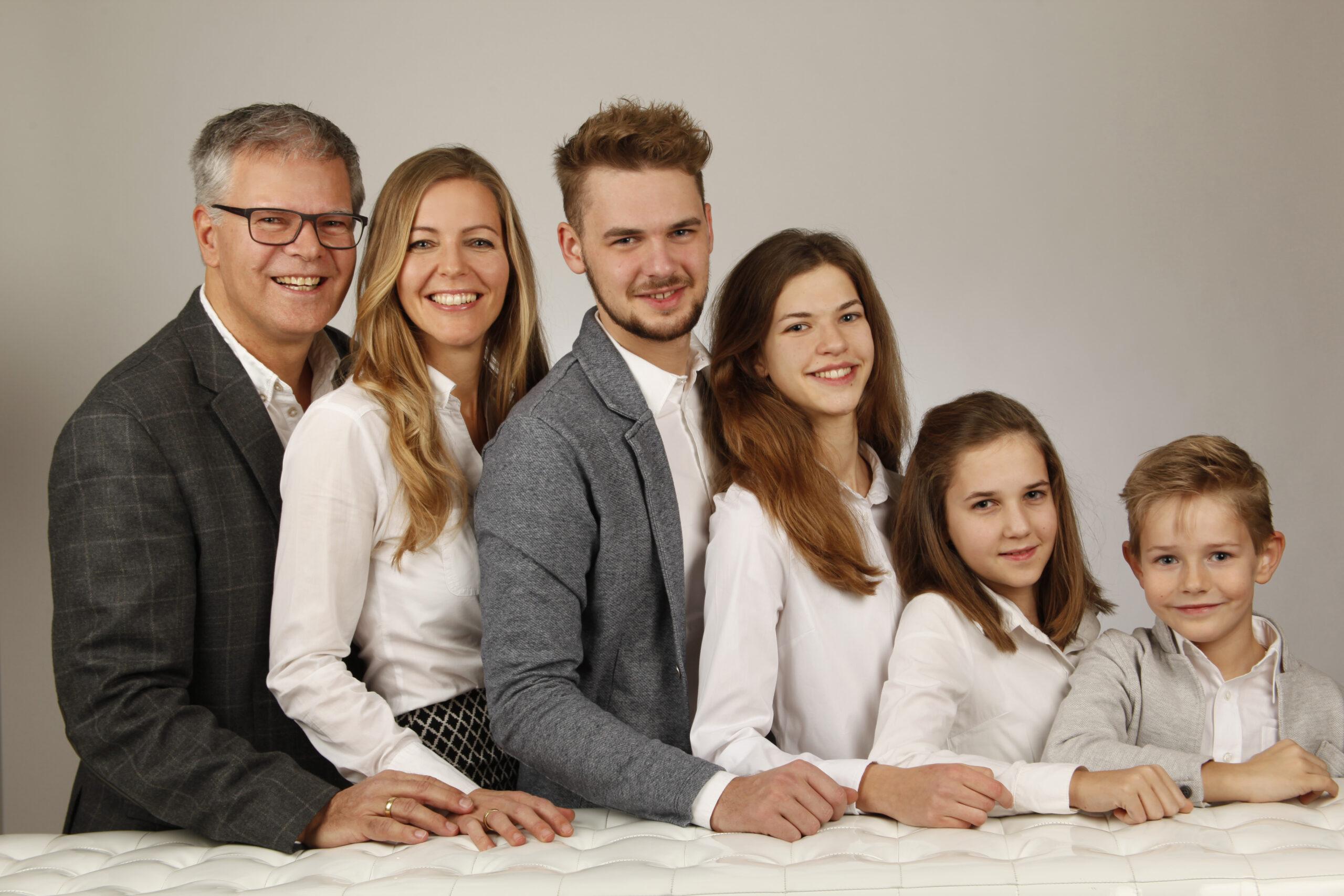 Familienfoto mit 4 Kinder
